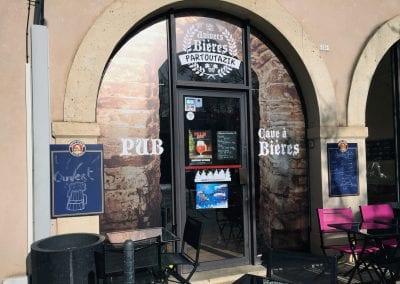 Vitrine & panneau – Univers Bières